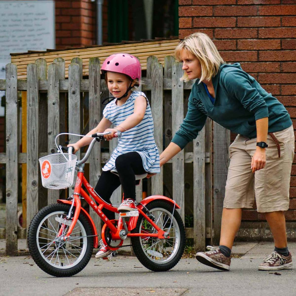 open trail hannah escott teaching a child to ride without stabilisers - 1:1 bike lessons